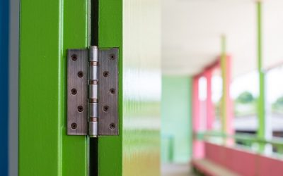 How a Commercial Locksmith Determines the Hinges to Use